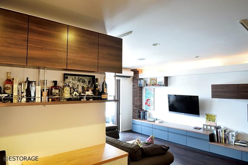 リビングの壁面をお気に入りの物を飾って楽しむ空間に。