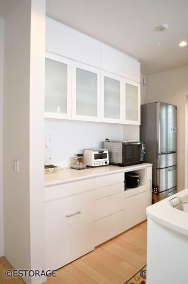 シンプルで機能的なキッチン収納