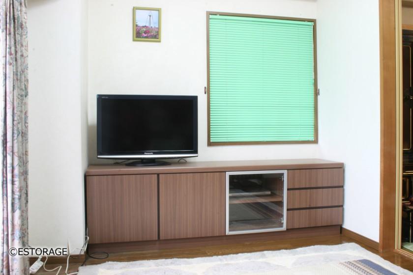 取っ手のないシンプルなテレビボード