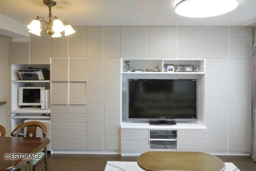 ご家族それぞれに専用スペースを設けたリビング壁面収納