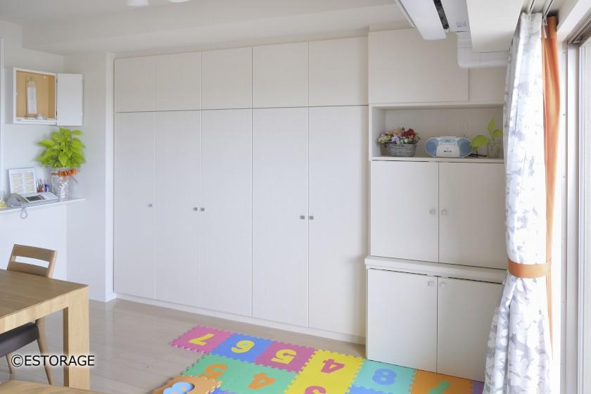ナチュラルな配色でお部屋に溶け込んだリビング壁面収納