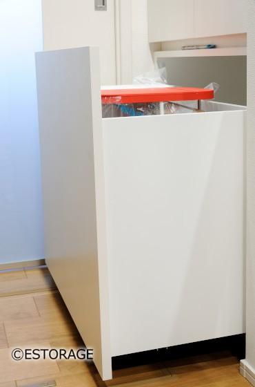 造り付け家具に合わせたゴミ箱収納