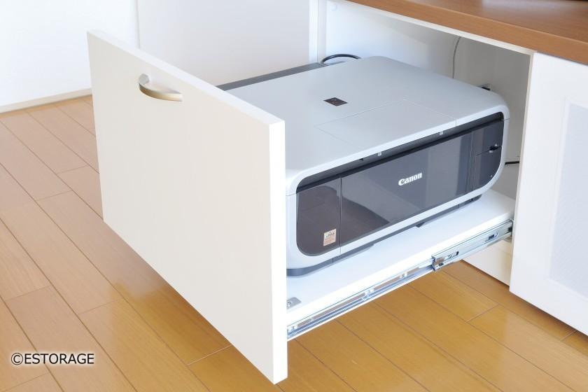 木目をワンポイントに使ったTVボード
