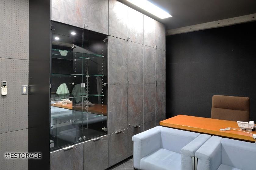 天然石扉を使用した壁面収納