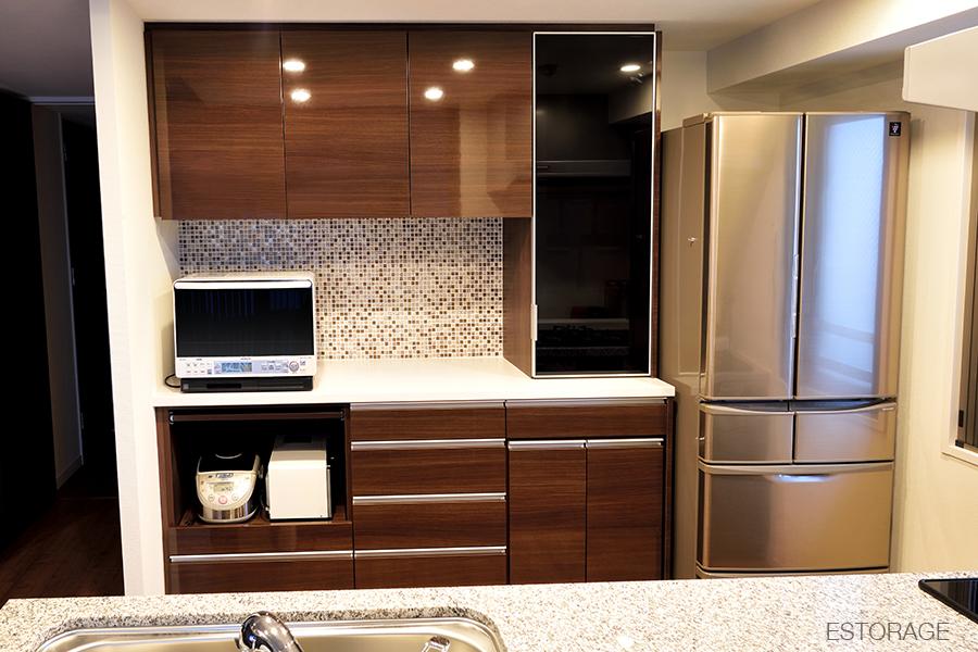 こだわりのモザイクタイルを見るたび、嬉しくなるキッチン収納。