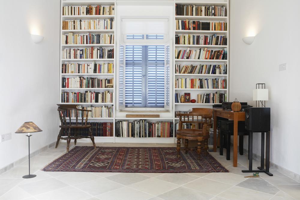 読書家必見!市販では買えない本棚で大切な本をたくさん収納