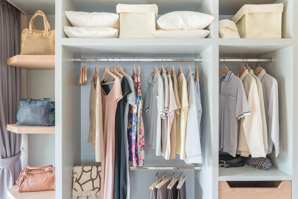 衣類用収納家具の定番!話題のワードローブが人気の理由って?