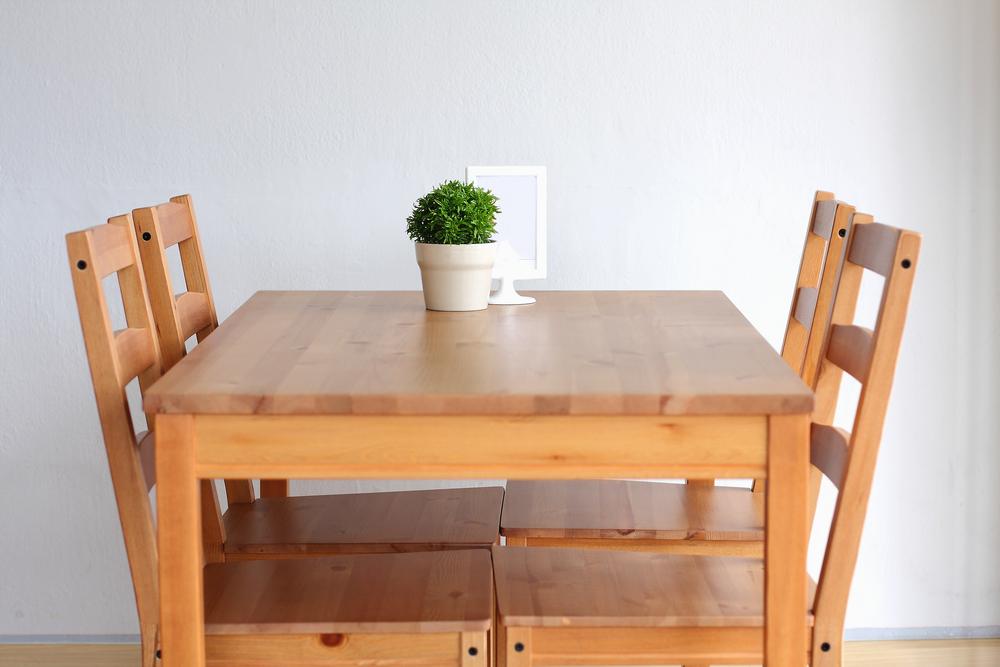 お洒落インテリア!無垢材を贅沢に使用したテーブルをオーダーしよう
