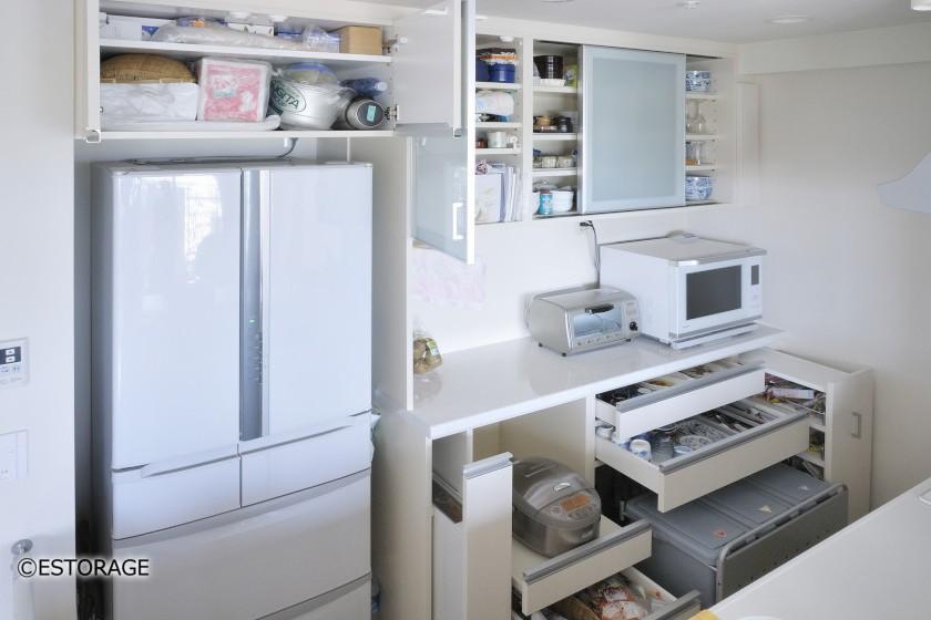 機能面にこだわった白色の食器棚