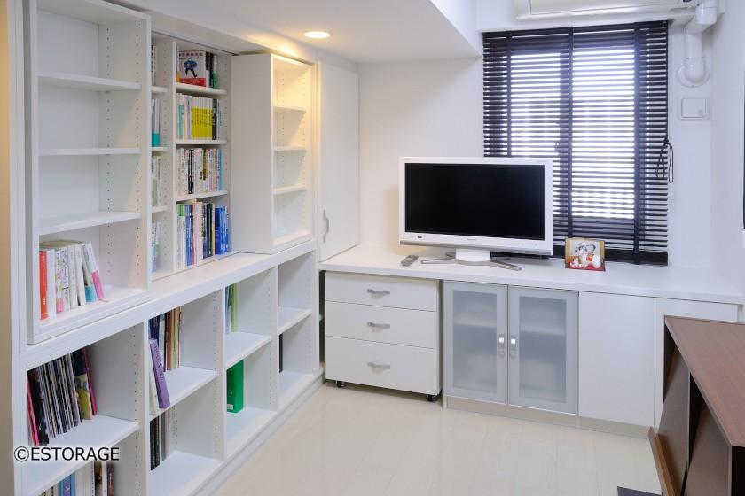 壁面収納の大容量書棚