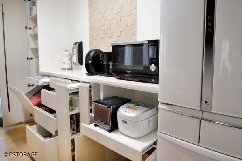 ゴミ箱も収納が出来る万能な食器棚