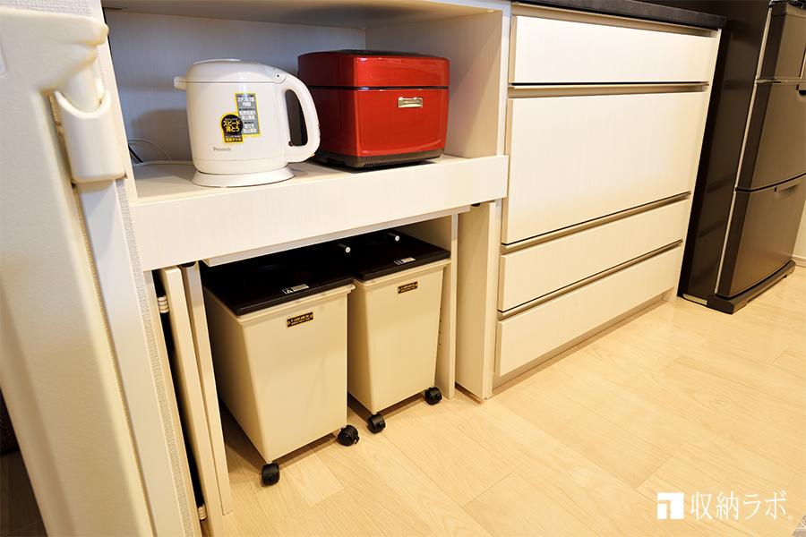 垂直扉で収納できるカップボード