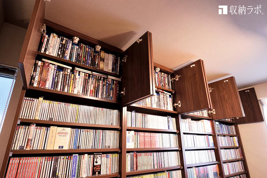 壁一面に本が並ぶ書斎収納