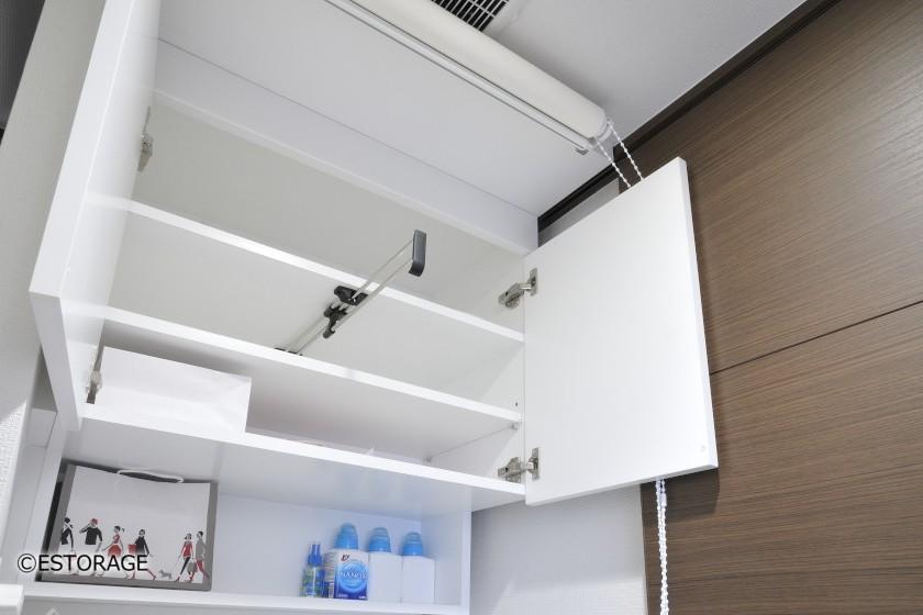 (2)ハンガー付きで利便性抜群の壁面収納