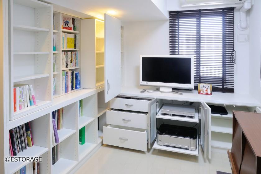 スライドできる本棚でスペースを有効活用