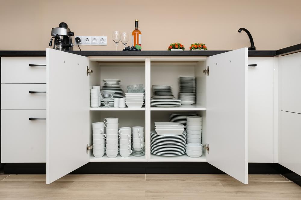 (1)背の低い食器棚を選ぶ