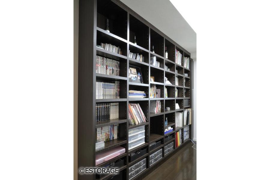 壁一面の大容量書棚