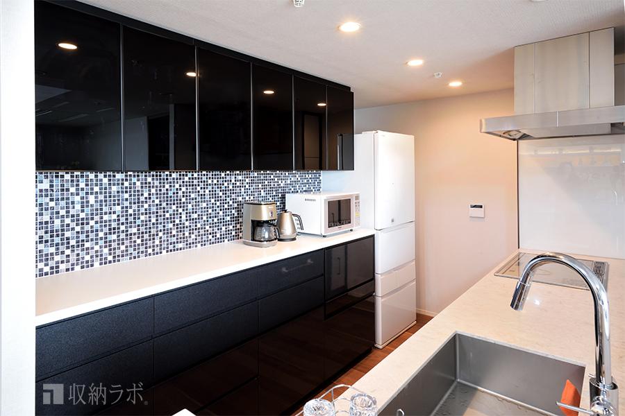 大容量のキッチンの壁面収納