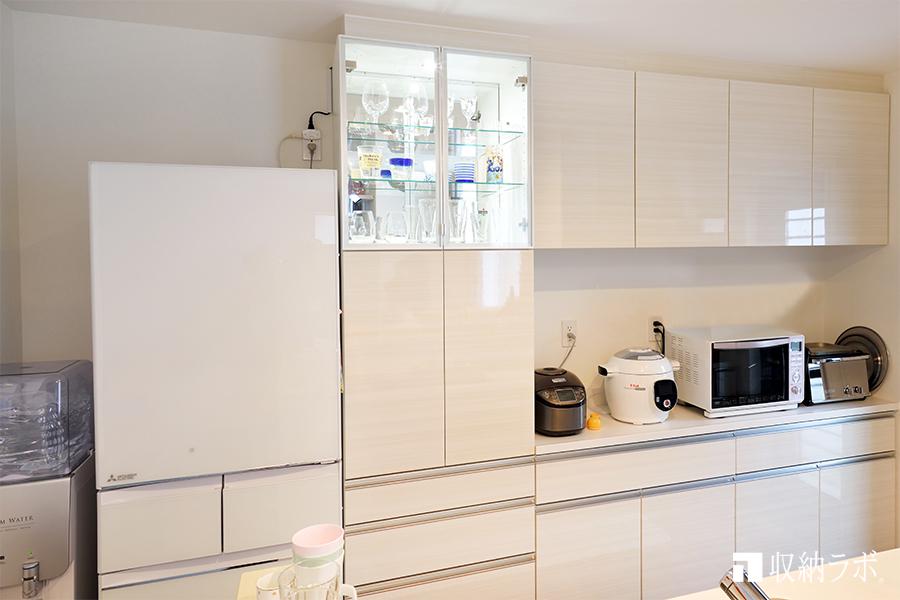 10.キッチンでもインテリアを楽しめるシステム収納家具
