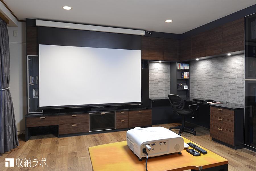 スピーカーをスマートに収納した映画好きのためのお部屋