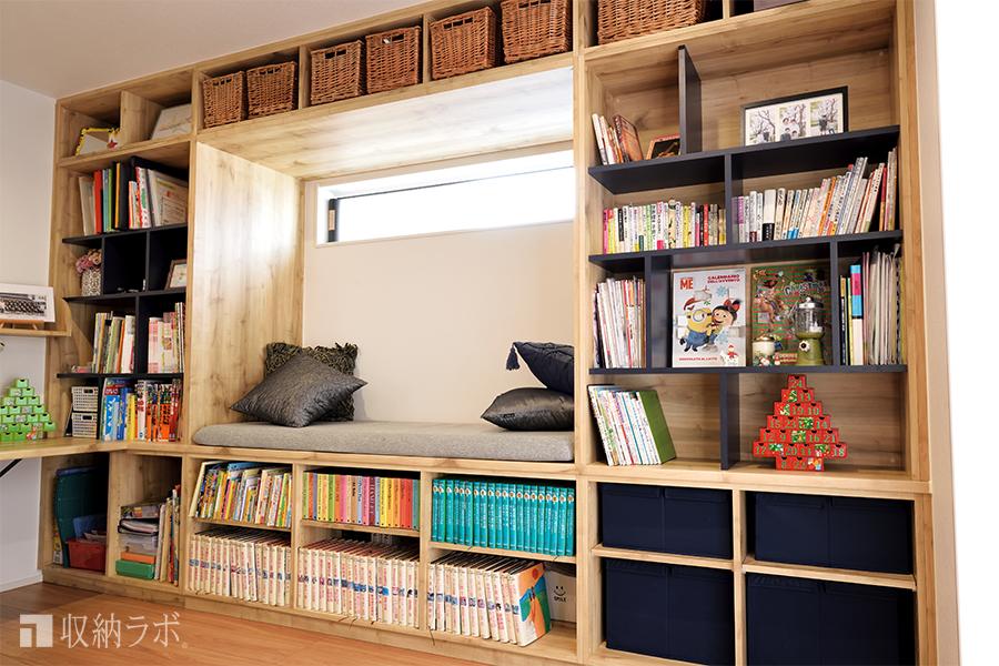 本棚×ソファの遊び心溢れる収納