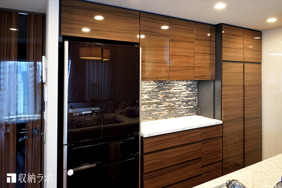 冷蔵庫の上のデッドスペースを活用