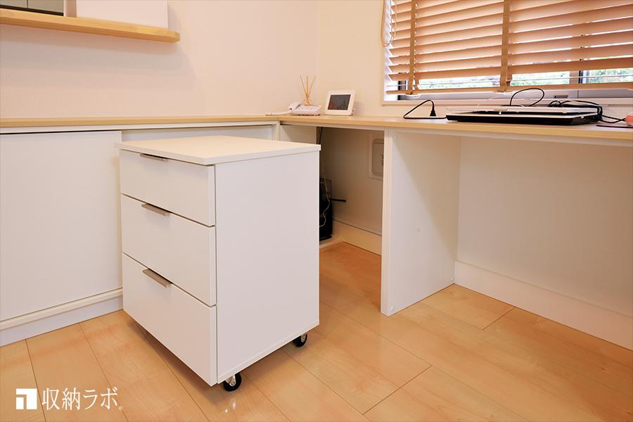 4.キャスター付き家具でデッドスペースを解消