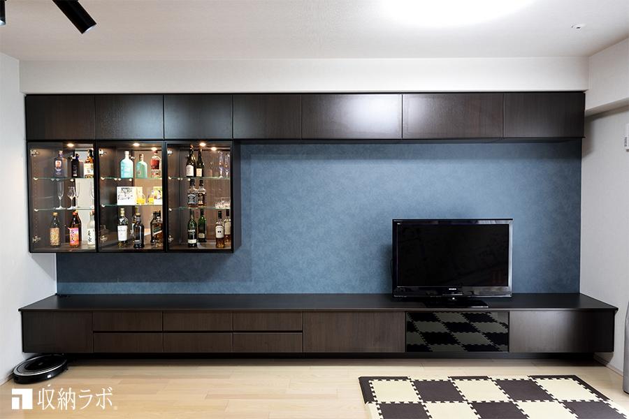 趣味の飾り棚で気に入りの空間を作ったインテリアコーディネート