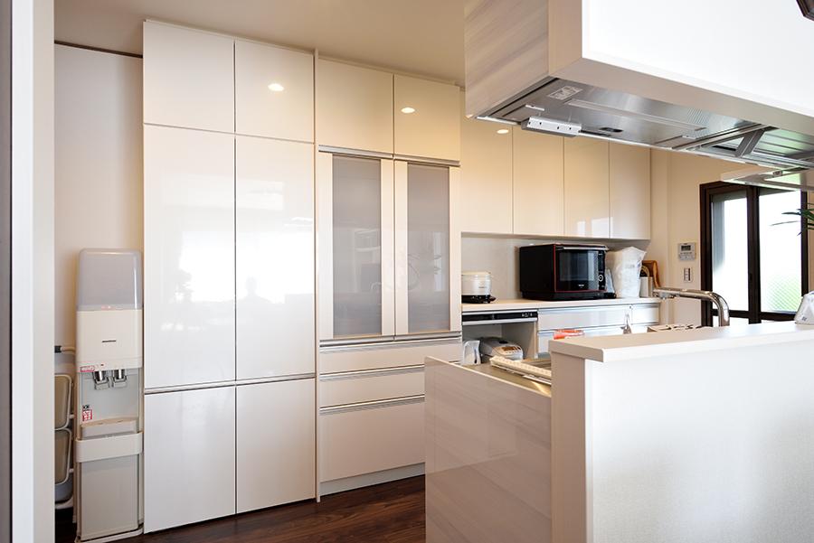 爽やかなキッチンを作る壁面収納