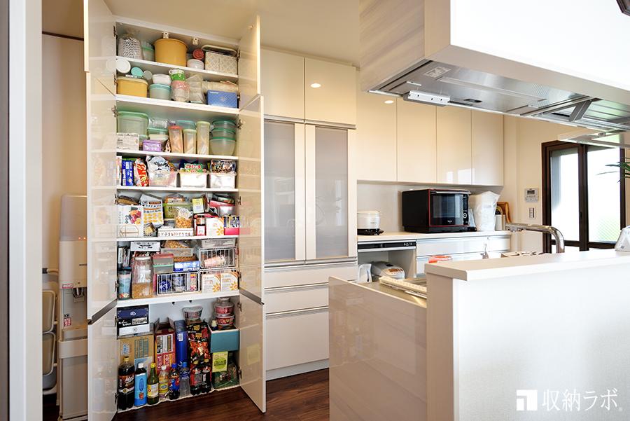 食器以外も収納できる食器棚