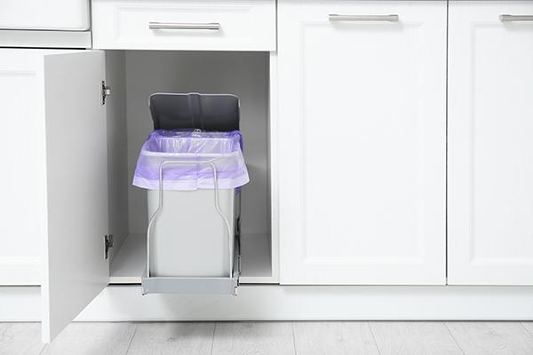 食器棚・カップボードに収納してスペースを節約