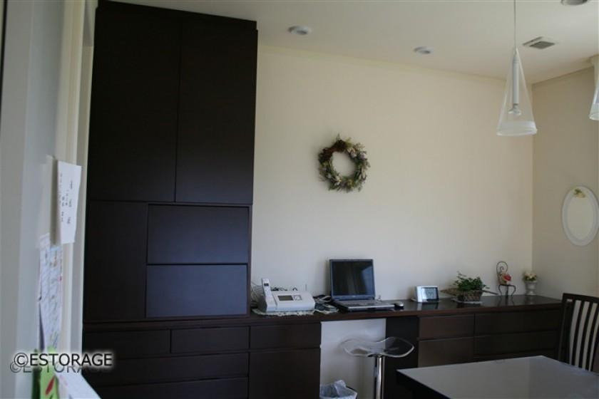既存家具に増設した壁面収納