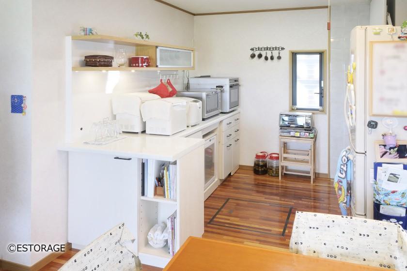 広々と使えるカウンター式キッチン収納