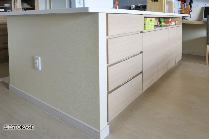 対面キッチン下にすっきり合わせたカウンター収納