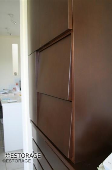 既存家具に増設したオーダー家具の収納扉