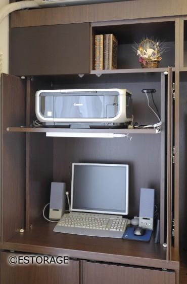 プリンターやパソコンをまとめて収納