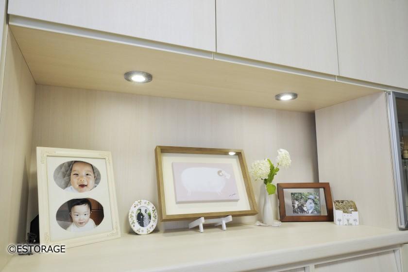 照明を組み込んだ飾り棚