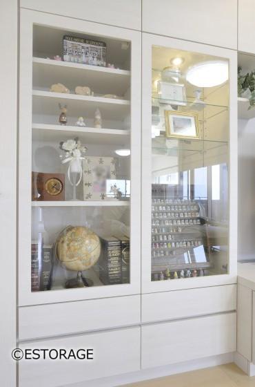 明るい白の木目でお部屋の雰囲気を統一させたリビング壁面収納