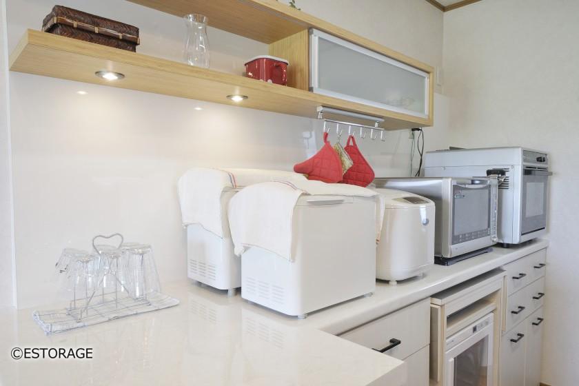 間口が2m40cmのカウンター式キッチン収納