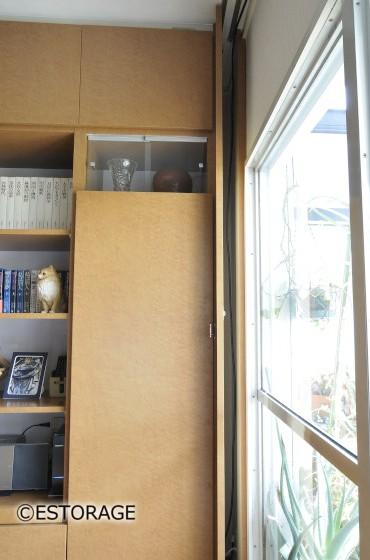 窓をピッタリ取り込んだ壁面収納