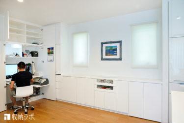 ワークスペースが収納できるオーダー家具で、機能的なリビングダイニングを実現。