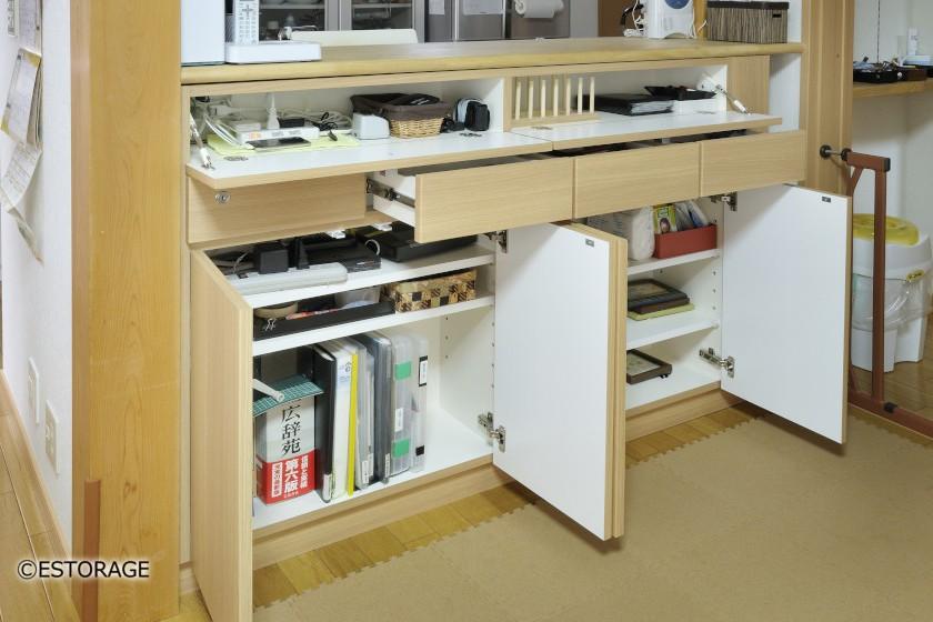 様々な収納方法を取り入れたカウンター下収納