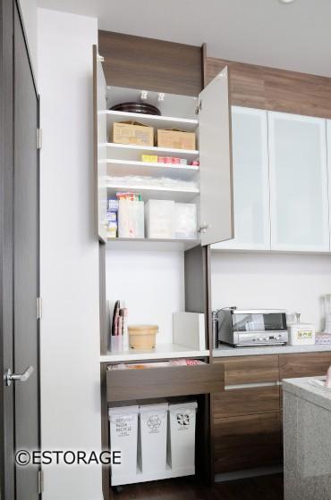 ゴミ箱を整然と仕舞えるキッチン収納