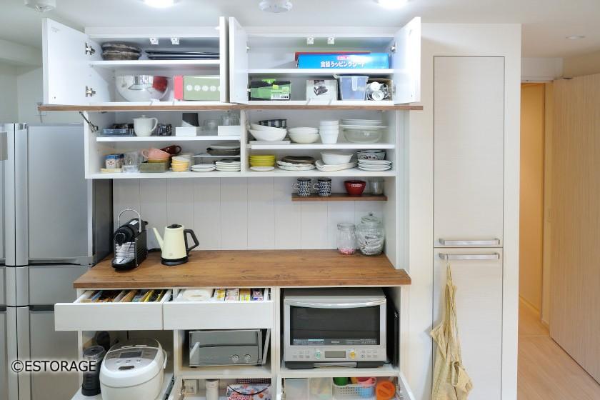 カントリーテイストのキッチン収納