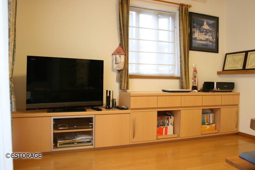 LDKの一角の壁にテレビを収めるテレビローボード2