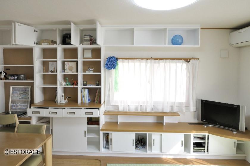 コーナー置きテレビと壁面収納