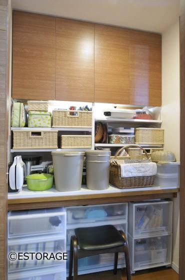 既存家具のデッドスペースを利用した納戸収納
