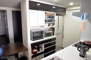 キッチンと素材を合せたオーダーキッチン収納