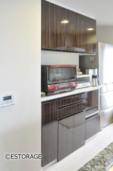 調理家電をスッキリ隠して収納できるキッチン収納