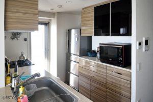 素材を合せた統一感のあるキッチン収納